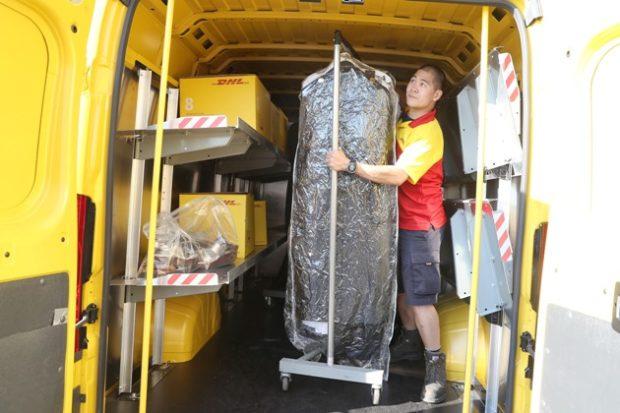 DHL spolupracuje se světem módy a posiluje v e-commerce