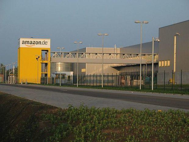 KOMENTÁŘ: Amazon přestává růst a začíná vydělávat