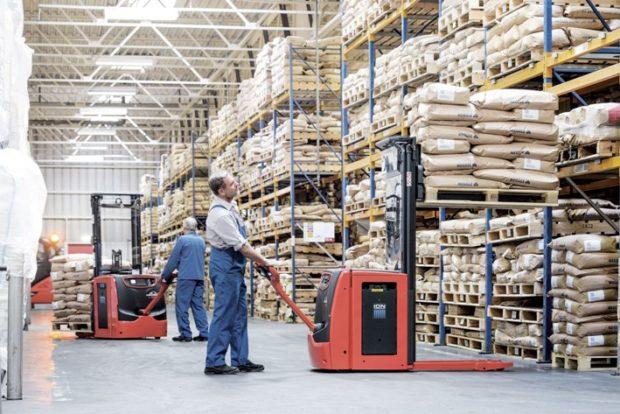 Vozíky s Li-Ion bateriemi zajišťují provoz celého skladu