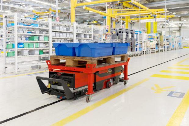 Automatizovaný vozík Linde C-MATIC pomáhá výrobní logistice
