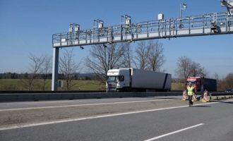 Nový mýtný systém: Ministerstvo dopravy podepsalo smlouvu s firmami CzechToll a SkyToll