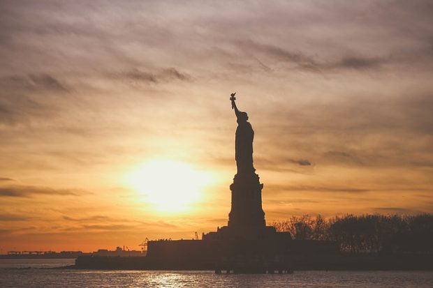 GLOSA: »Nastupuje vláda národního boje?«