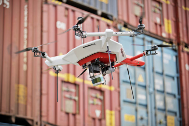 ŠKODA AUTO testuje dron pro inventuru palet ve venkovních provozech