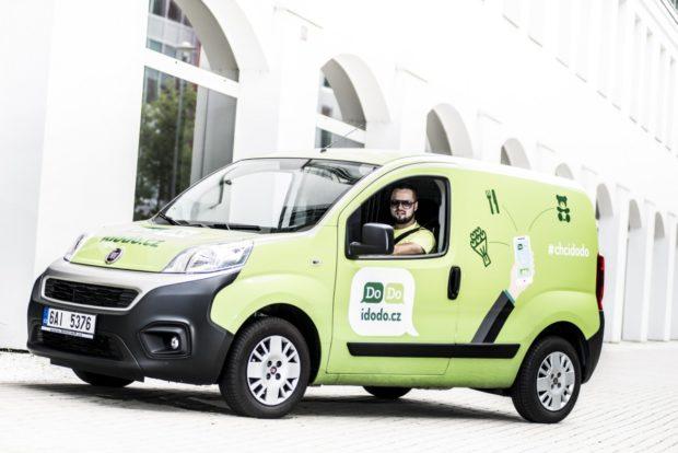 Služba DoDo se po dvou letech rozrostla na 300 kurýrů a 140 aut