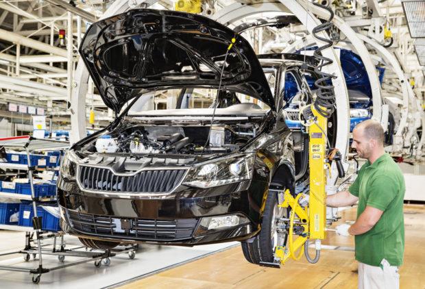Rozhodnutí evropských automobilek o přerušení výroby není překvapivé