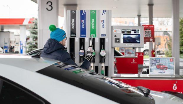 Zlevňování benzínu a nafty jde do finále