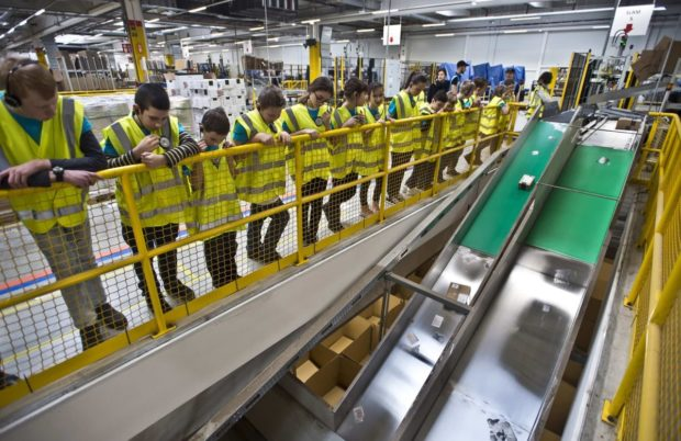 Amazon rozšiřuje program prohlídek distribučního centra v Dobrovízi