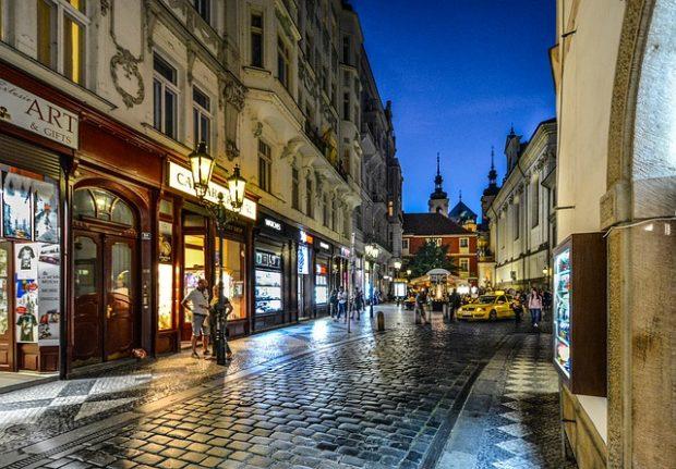 Praha uleví logistice v centru města, s řešením pomohou i balíkoví přepravci
