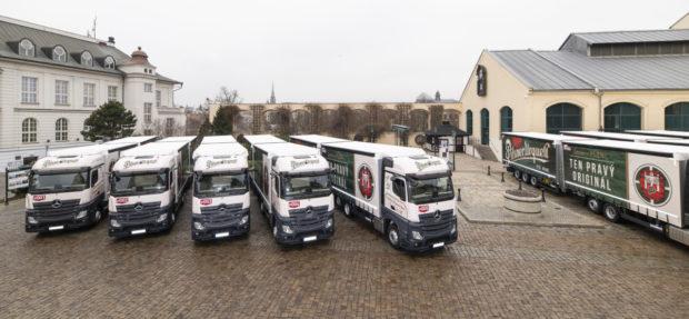 Prazdroj má pro přepravu piva nové long trucky Mercedes Benz