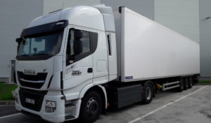 Albert vozí čtvrtinu sortimentu v kamionech s pohonem na CNG