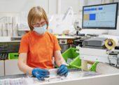 ŠKODA Parts Center v Mladé Boleslavi pracuje na tři směny i během omezení způsobených koronavirem