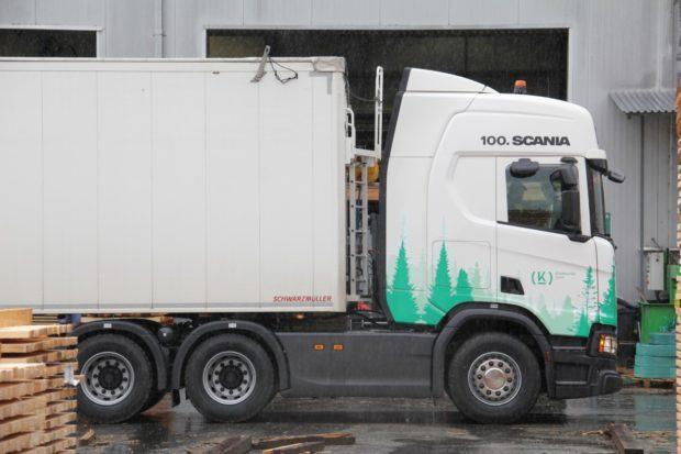Kloboucká lesní si převzala sté vozidlo značky Scania