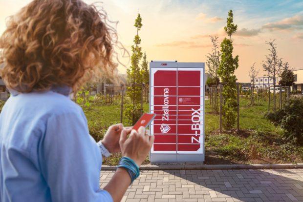 Zásilkovna spouští Z-BOXy, bezdotyková soběstačná výdejní místa napájená solárním panelem a ovládaná přes mobilní aplikaci