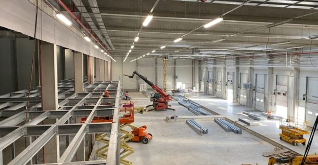 Komentář: Výstavba automatického skladu je dokonce několik týdnů v předstihu