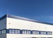 Nová výrobní hala Lindabu u Pavlova nabídne  přes 50 pracovních míst, žabí hrad i ještěrkoviště