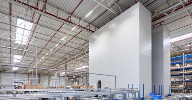 Efektivní zásobování výroby s automatizovanými skladovými systémy Kardex