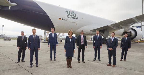 DB Schenker a Lufthansa Cargo spouštějí první CO2 neutrální nákladní lety