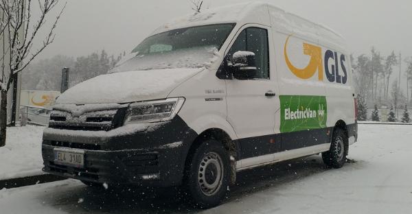 Přepravce GLS zařadil do ostrého provozu v České republice první velkokapacitní elektrickou dodávku