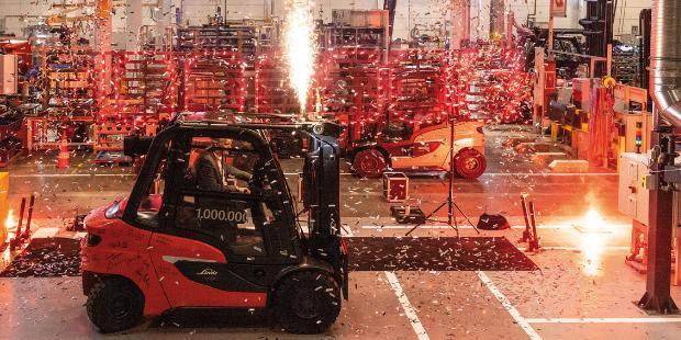 Miliontý vozík od Linde Material Handling v Aschaffenburgu míří na své budoucí pracoviště