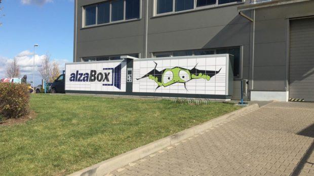 AlzaBoxy se otevírají tisícům e-shopů a dopravcům díky spolupráci Alza.cz a Balikobot.cz